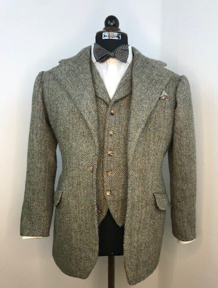 Sportscoat and matching waistcoat with notch lapel in green Herringbone tweed from Harris.